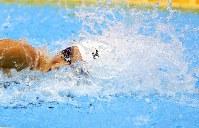 女子50メートル自由形決勝を制した池江璃花子=東京辰巳国際水泳場で2016年4月10日、梅村直承撮影