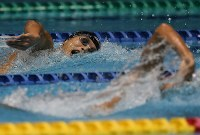 男子1500メートル自由形決勝、優勝した山本耕平(左)=東京辰巳国際水泳場で2016年4月10日、三浦博之撮影