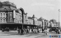 東京駅・丸の内口・人力車=1928年10月18日撮影