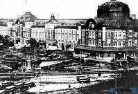 東京駅・完成当時の丸の内口=1914年撮影