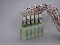 脊磁計、脳磁計の核となる技術は金沢工業大が開発した高感度磁気センサーが用いられている。写真は脊磁計センサーユニットのプロトタイプ