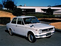 1100デラックス(KE10-D)=1966年10月20日発表