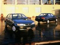 (左)1.5XE-Saloon(右)1.3LX=1995年05月15日発表