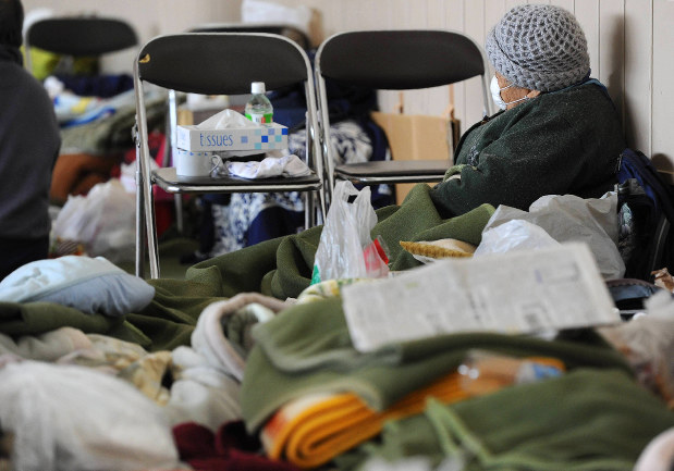高齢者にとって長期間にわたる避難所での生活は大きな負担になる=岩手県山田町で2011年3月16日、久保玲撮影