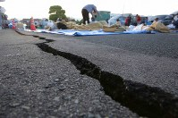 A large crack that formed in front of the town hall is seen in Mashiki, Kumamoto Prefecture, on April 16, 2016. (Mainichi)