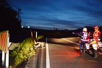崩落した道路=熊本県南阿蘇村立野で2016年4月16日午前5時9分、林壮一郎撮影
