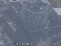 地震で被災した宇土市役所=2016年4月16日午前7時31分、熊本県宇土市で陸上自衛隊撮影