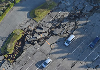 A partially collapsed parking lot is seen in Minamiaso, Kumamoto Prefecture, on April 16, 2016. (Mainichi)