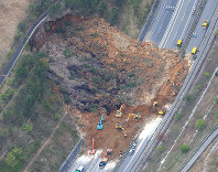 A section of the Oita Expressway in Yufu, Kumamoto Prefecture, is seen blocked by a landslide, on April 16, 2016. (Mainichi)