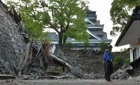地震で損壊した熊本城=熊本市中央区で2016年4月16日午前6時16分、和田大典撮影