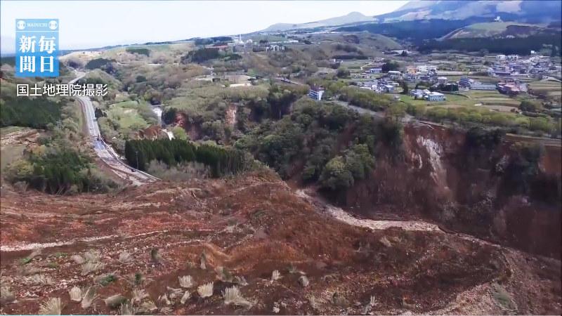 熊本地震:ドローンで南阿蘇村の...