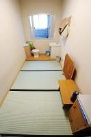 死刑囚の居室と同型の「単独室」=2012年10月4日、須賀川理撮影