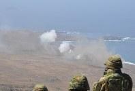 2013年6月、米西部カリフォルニア州沖のサンクレメンテ島で行われた自衛隊と米軍の射撃訓練。交流は拡大しているが、集団的自衛権を巡る米側の事情は複雑だ=西田進一郎撮影