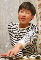 12才で囲碁プロ棋士になった井山裕太=大阪府東大阪市で2002年2月22日、小関勉撮影
