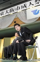 新成人代表として東大阪市成人祭に参加した囲碁の井山裕太名人=大阪府東大阪市の市立総合体育館で2010年1月11日午前11時14分、西村剛撮影