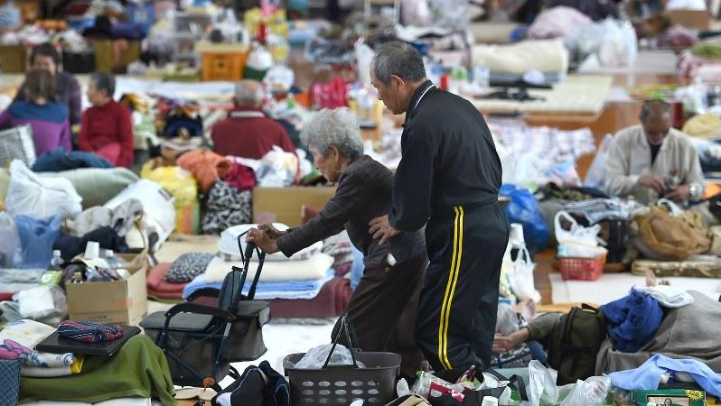 熊本県西原村の避難所=2016年4月20日、久保玲撮影
