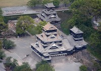 Severe damage to Kumamoto Castle is seen in this April 16, 2016 photo, after a second quake measuring a maximum 7 on the seismic intensity scale hit the area. A portion of the Uto-yagura tower can be seen completely collapsed. (Mainichi)