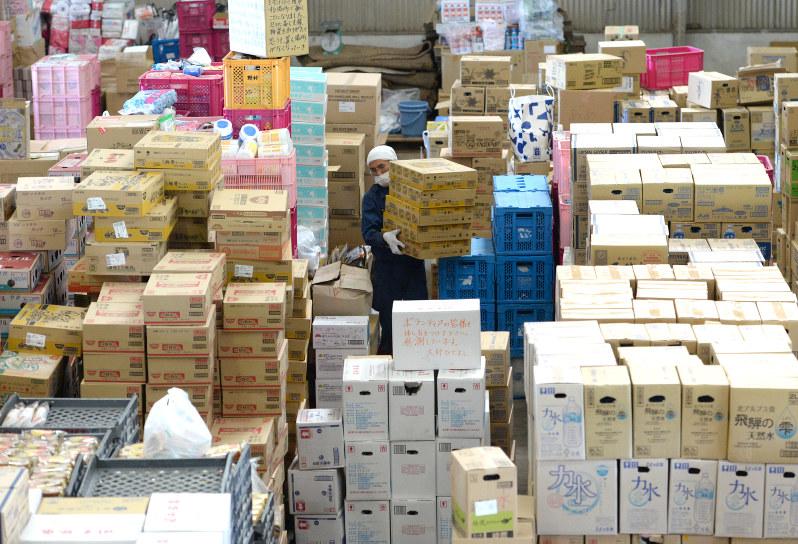 熊本地震:支援物資、分配混乱 関係者「まずは義援金を」 | 毎日新聞