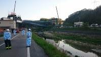橋桁が落ちた新名神高速道路の工事現場=神戸市北区道場町で、2016年4月22日午後5時46分、粟飯原浩撮影