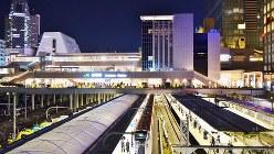 代々木駅側から見たバスタ新宿=2016年4月15日、田中学撮影