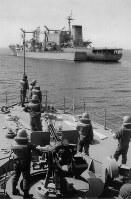 ペルシャ湾に展開する海上自衛隊の掃海部隊=1991年8月23日、木村泰史撮影