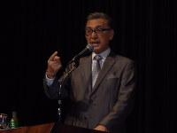 講演する俳優の宝田明さん=福岡市中央区の福岡市民会館で2016年5月3日、林由紀子撮影
