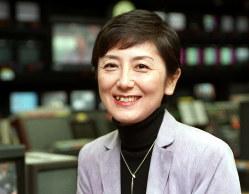 NHKの番組「クローズアップ現代」で23年にわたってキャスターを務めた国谷裕子氏=2001年11月、松田嘉徳撮影