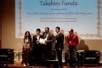 5月5、6日にポルトガル・アベイロで開かれたWPTCで表彰される古田さん(左から2人目)