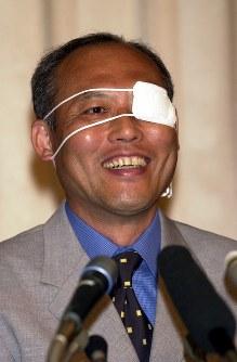 第19回参議院議員選挙に自民党から立候補し初当選。喜びの表情を見せる舛添要一氏=2001年7月29日、平野幸久撮影