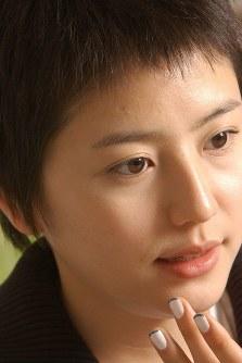 白血病の高校生役に挑んだ長澤まさみさん=大阪市北区の東宝関西支社で2004年4月23日、望月亮一撮影