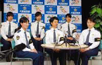 被災地での活動を振り返る大阪府警の女性警察官たち=大阪府警本部で、千脇康平撮影