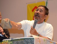 沖縄県うるま市の死体遺棄事件への怒りをあらわにする山城博治さん=長野市で