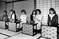 【1986年先進国首脳会議】茶道を楽しむ各国首脳夫人たち