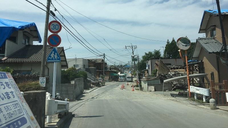 熊本県益城町のかつて商店街だった通り=林信行撮影