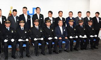 JR西日本:戴帽式に決意新た 金...
