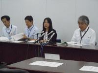 公園使用の不許可処分について説明する川崎市幹部ら=川崎市役所で