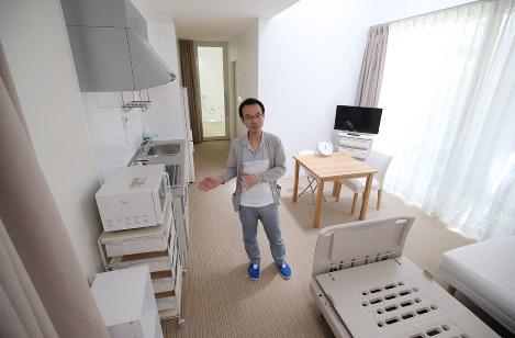 チャイルド・ケモ・ハウスの家族スペースで思いを語る楠木重範医師=神戸市中央区で、梅田麻衣子撮影