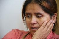 ケイコ・フジモリ氏に法廷で浴びせられた言葉を思い出し、涙を流すグラディス・ルビナさん=リマ市内で2016年5月25日午後5時18分、朴鐘珠撮影