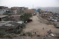 フジモリ氏支持者が多い貧民街が広がるビジャエルサルバドル地区=リマ市内で2016年5月28日午後5時42分、朴鐘珠撮影
