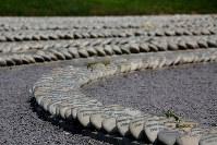 1980年代から90年代にかけ、ペルー政府のゲリラ掃討作戦などに巻き込まれ犠牲または消息不明になった民間人を慰霊する公園。石の一つ一つに故人の名が記されている=リマ市内で2016年5月25日午後3時59分、朴鐘珠撮影