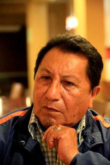 アルベルト・フジモリ政権下の軍特殊部隊による市民虐殺「バリオスアルトス事件」の生存者ロダスさん。うつぶせ状態で全身に8発の銃弾を浴びた。「集落に潜むゲリラ1人を殺すのに、集落の民間人を皆殺しにしても構わないのが元大統領の手法だ」と批判した=リマ市内で2016年5月26日午後7時58分、朴鐘珠撮影