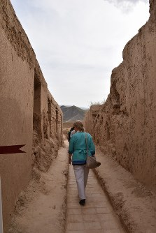 ニサ遺跡(旧ニサ)の通路はまるで迷路のようだった=トルクメニスタンで5月5日、山本太一撮影