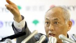 記者会見で質疑に応じる舛添要一・東京都知事=2016年6月3日、小川昌宏撮影