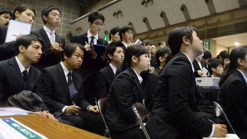 学生でいっぱいになった就活情報講座=マイナビ合同会社説明会で、竹内紀臣撮影