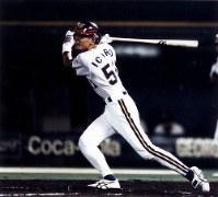 「オリックス・近鉄26回戦」今季最終戦の五回無死、高村祐投手から左翼線二塁打を放ち、通算210安打を記録したイチロー=神戸・グリーンスタジアム神戸で、1994年10月09日撮影