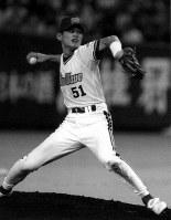 1996年度プロ野球サンヨー・オールスター第2戦、九回2死から登板、全セの代打高津臣吾投手(ヤクルト)を遊ゴロに打ち取った全パ・イチロー=東京・東京ドームで、米田堅持撮影
