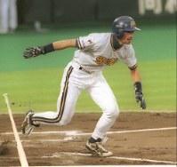 【全セ12-4全パ】第1打席…一回裏全パ無死、イチローが右翼線に二塁打を放つ=小関勉撮影