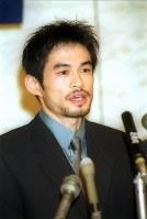 米大リーグ挑戦の記者会見をするイチロー選手=神戸市中央区の新神戸オリエンタルホテルで2000年10月12日、大崎幸二撮影