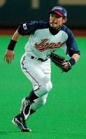 野球WBC日本代表の練習初日、外野の守備練習をするイチロー=2006年02月21日、飯ケ浜誠司撮影