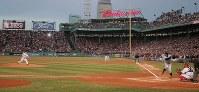 【レッドソックス0-3マリナーズ】一回表無死、イチローに第1球を投じる松坂大輔=米マサチューセッツ州ボストンで2007年4月11日、須賀川理撮影